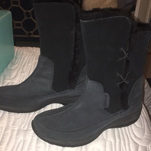 COLUMBIA WATER RESISTANT BOOTS